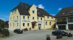 Hotel Gasthof Goldener Löwe Günzburg This family-run hotel in the Denzingen district of Günzburg offers free Wi-Fi and free parking. It is 3 minutes from the A8 motorway and 5 minutes by car from Legoland Deutschland.
