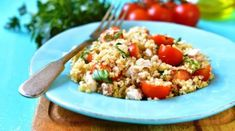 The perfect make-ahead meal for weekday lunches, this Quinoa Greek Salad is fresh, bright, and wholesome to power you through the day. Diabetic Recipes, Diet Recipes, Healthy Recipes, Cold Lunches, Make Ahead Meals, Greek Salad, Healthy Salads, Healthy Food, Diet Tips