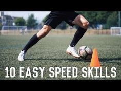 In this video, we look at 10 easy dribbling moves that can be done at speed without disrupting your stride. Perfect for fast players who want to leave their . Soccer Dribbling Drills, Football Training Drills, Football Is Life, Football Soccer, Football Boots, College Football, Football Tricks, Volleyball Tips, Soccer Workouts