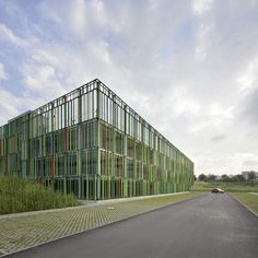 Image 5 of 8 from gallery of Muliy-storey Car Park / JSWD Architekten. Photograph by Thomas Lewandowski