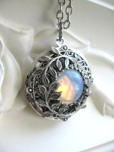 Luna medallón medallón de plata collar colgante por CharmedValley