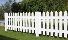 JABO Staket vitmålat Ett vitmålat staket i klassisk stil, vilket ramar in hela eller delar av trädgården. Se måtten nedan och välj så många längder du behöver. Enkelt och fräscht blir det.
