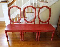 leuk idee, een bankje van oude stoelen.