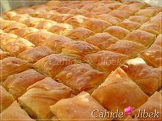 Kolay ev baklavası tarifi Hot Dog Buns, Hot Dogs, Brunch, Deserts, Bread, Baking, Vegetables, Breakfast, Recipes