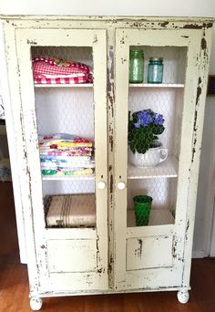 How to make an old Cabinet have Farmhouse Style using Miss Mustard Seed Milk Paint