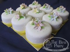 Mini Bolos Individual Wedding Cakes, Panna Cotta, Pudding, Ethnic Recipes, Desserts, Food, Art Cakes, Sweets, Mini Pastries