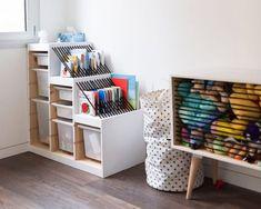 Wir haben die besten Tipps für dein Kinderzimmer mit Dachschräge zusammengestellt. Schrägen und Nischen perfekt nutzen - entdecke jetzt alle Ideen! Ikea Kids Bedroom, Ikea Playroom, Playroom Organization, Girls Bedroom, Bedroom Decor, Playroom Shelves, Kids Bedroom Storage, Toy Room Storage, Storage For Kids Toys