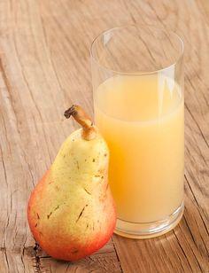 Twee kilo peren resulteert in ongeveer 400 ml diksap. TIP: Met het diksap van peren kunt u perenstroop maken. Tasty, Yummy Food, Dutch Recipes, Healthy Juices, Chutney, Lemonade, Glass Of Milk, Smoothies, Food And Drink
