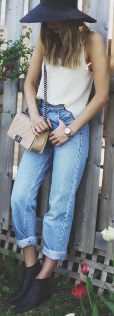 Levi's Blue Denim Women's Vintage Rolled Cuff Boyfriend Jeans Cool Outfits, Casual Outfits, Fashion Outfits, Style Fashion, Use E Abuse, White Fashion, Gorgeous Women, Beautiful, Fashion Addict