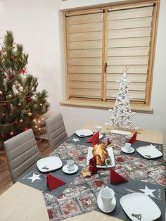 #fexi #vnitrnirolety #latkoverolety #luxusnirolety #rolety #roletydooken #denanoc #roletydenanoc #interier #inspirace #jidelna #obyvacipokoj #obyvacipokojsjidelnou #ceskydesign #diamond Tree Skirts, Table Settings, Christmas Tree, Table Decorations, Diamond, Holiday Decor, Nature, Home Decor, Luxury