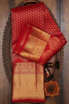 Silk Saree Kanchipuram, Chiffon Saree, Georgette Sarees, Silk Sarees, Cutwork Blouse Designs, Saree Blouse Patterns, Dress Patterns, Kerala Engagement Dress, Christian Bridal Saree