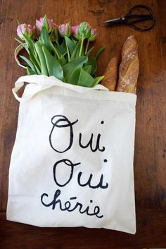 30-Minuten-DIY für einen bemalten Stoffbeutel trés français für Euch auf dem Blog, chéries!