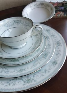 Fine China Dinnerware, Dinnerware Sets, Pioneer Woman Dinnerware, Luxury Wedding Gifts, Antique Dishes, Vintage Crockery, Vintage Plates, China Sets, Noritake