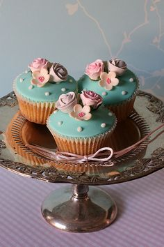Flower cupcakes   Flickr - Photo Sharing!