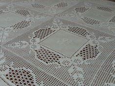 Filomena Crochet and Others Lavores: - A banquet tablecloth Crochet Fabric, Crochet Quilt, Crochet Tablecloth, Crochet Motif, Crochet Designs, Crochet Doilies, Crochet Stitches, Knit Crochet, Crochet Patterns