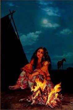 Modern Hippie or A Gypsy Gypsy Girls, Gypsy Women, Gypsy Life, Gypsy Soul, Gypsy Living, Deco Boheme, Vintage Gypsy, Happy Hippie, Sacred Feminine