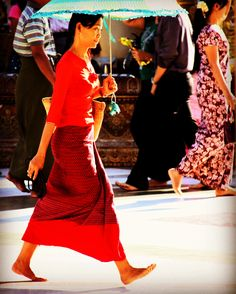 Amazing lady in red, doing her walk arround the just as amazing Swedagon Pagoda in Yangon. Yangon, Countries Of The World, Lady In Red, Travel Inspiration, Sequin Skirt, Amazing, Skirts, Fashion, World Countries