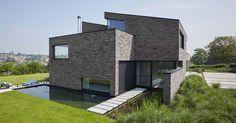 """""""Zicht op het dorp in het dal"""" - Terca Pagus Iluzo Grijs-Zwart - HASA Architecten, Sarah Flebus, Muizen"""