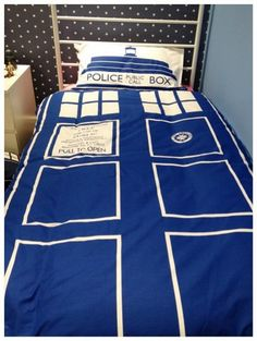 Doctor Who Bed Set | You'll Have The Sweetest Of Dreams In This TARDIS Bed