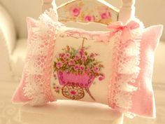 dollhouse shabby chic miniatures pillows by Mondinadollhouse on Etsy Shabby Chic Pillows, Shabby Chic Furniture, Kids Pillows, Throw Pillows, Toddler Girl Bedding Sets, Bed Duvet Covers, Shabby Chic Style, Miniture Things, Luxury Bedding