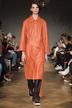 Stand Stockholm Fall 2018 Fashion Show Collection What To Wear Fall, How To Wear, Seoul, Ukraine, Autumn Fashion 2018, Tokyo Fashion, Vogue Russia, Fashion Show Collection, Leather Fashion