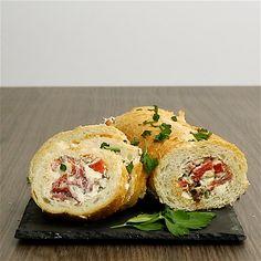 Kochvideo zum einfach nachkochen: Knuspriges Baguette gefüllt mit einer köstlich cremigen, mediterranen Ziegenkäse-Creme und reichlich Gemüse. Perfekt zum