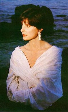 See Enya pictures, photo shoots, and listen online to the latest music. Calming Songs, New Age Music, Photography Movies, Irish Singers, Women Of Rock, Celtic Music, Michael Hutchence, Beautiful Voice, World Music
