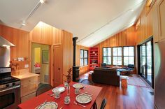 Small-House Secrets: This 800-sq.-ft. cottage uses 10 strategies for great comfort and style.