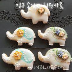 Iced Cookies, Biscuit Cookies, Cupcake Cookies, Elephant Cookies, Summer Cookies, Cookie Designs, Cookie Jars, Cookie Monster, Royal Icing