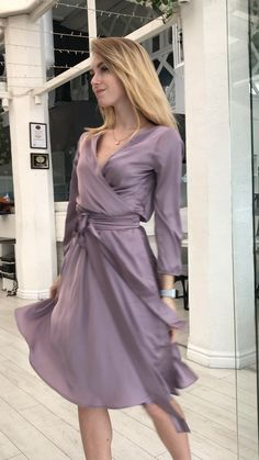 Mauve Bridesmaid Wrap Knee Length Dress - Source by jensschwese - Elegant Dresses Classy, Classy Dress, Beautiful Dresses, Silk Satin Dress, Satin Dresses, Women's Dresses, Bridesmaid Dresses, Stylish Clothes For Women, Stylish Outfits