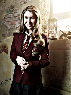 Why can't Nina be on season 3??? She is the person who holds the show together and makes it great!!! But I still can't bare to be without house of Anubis!!!