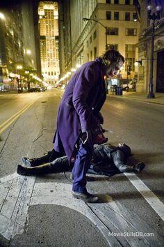 The Joker Never Dies: 48 Behind The Scenes Photos of Heath Ledger On The Set Of Dark Knight Heath Ledger Joker, Heath Ledger Dark Knight, The Dark Knight Trilogy, Batman The Dark Knight, Batman Robin, Im Batman, Fotos Do Joker, Joker Pics, Tim Drake