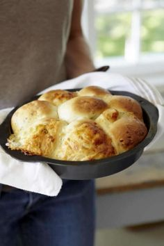 Cheese and Thyme Pull-apart Buns