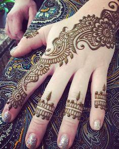 Pretty Henna Designs, Mehndi Designs For Kids, Finger Henna Designs, Mehndi Designs Feet, Back Hand Mehndi Designs, Full Hand Mehndi Designs, Mehndi Designs 2018, Mehndi Designs Book, Mehndi Designs For Beginners