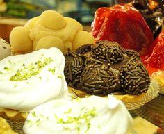 Tortaletes de limão, brigadeiro, leite ninho e morango. #confeitariapolos #goiania  (em Polos Pães e Doces)