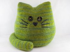 Pickles the Cat Knitting Pattern and more kitty knitting patterns at http://intheloopknitting.com/cat-and-kitten-knitting-patterns/