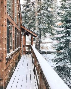 Winter can be tough but a peaceful snowfall can turn a cold, harsh day into a magical winter wonderland! Here's why I can't deny the magic of snow. Winter Szenen, Winter Magic, Winter Time, Winter Christmas, Winter House, Winter Travel, Winter Season, Christmas Time, Magic Snow