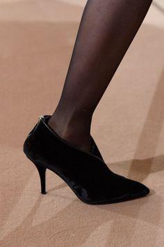 Hermès Pre-Fall 2019 - Fashion Shows Catwalk Footwear, Hermes, Vogue, Costume Rings, Best Model, Shoe Boots, Shoes, Fashion Details, Kitten Heels