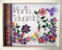 (Tema para MENINAS) Floral.  Quadro de madeira (com vidro 3 mm / frontal) para fixar na porta de maternidade ou parede de quarto, personalizado com o nome do bebê (ou o que sua imaginação quiser, para presentear uma pessoa querida).  É só me passar o nome a ser 'escrito' no quadro e o tom de cor predominante.   A técnica utilizada é o Quilling e Origami (tudo de papel) com apliques de flores em papel colorido color plus. Utilizo uma medida padrão de 25 X 20 cm por conveniência, porém, sob…