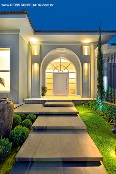 20 New Ideas For House Front Steps Landscaping Modern Exterior, Exterior Design, Front Steps, Villa Design, House Entrance, Classic House, House Goals, House Front, Home Fashion