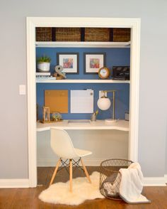 Love this Closet Desk! Great idea for small spaces! Love this Closet Desk! Great idea for small spaces! Home Office Closet, Closet Desk, Office Nook, Boys Closet, Ikea Closet, Closet Shelves, Office Setup, Office Table, Home Office Design