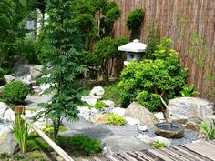 Japanese gardens emphasize tranquility and balance. Find out more in this gallery of 38 glorious Japanese gardens.