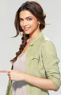 Bollywood Actresses Always Try To Use Different kind of Products For Their Skins But Look Yourself At Deepika Padukone Face And Decide. Beautiful Bollywood Actress, Beautiful Indian Actress, Beautiful Actresses, Bollywood Stars, Bollywood Fashion, Bollywood Makeup, Bollywood Wedding, Beauty And Fashion, Look Fashion
