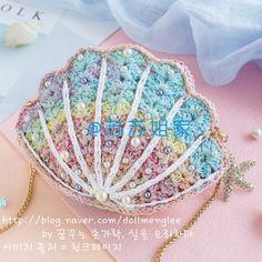 Crochet and arts: Seashell bag Crochet Clutch, Crochet Handbags, Crochet Purses, Crochet Motif, Hand Crochet, Crochet Patterns, Crochet Doilies, Crochet Blocks, Afghan Patterns