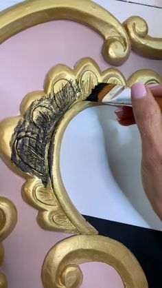 How to Apply Furniture Wax to Furniture Carvings - I love chalk painted furniture with depth and age. This is my painting tip for adding black Best Da - Chalk Paint Wax, Chalk Paint Furniture, Diy Furniture Projects, Furniture Makeover, Furniture Design, Diy Furniture Wax, Chalk Paint Mirror, Gold Painted Furniture, Chalk Paint Tutorial