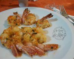 Una originale ricetta dei Gamberoni gratinati al forno al pane aromatico al limone, un secondo piatto o un contorno per le feste in arrivo.