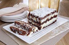 Aprenda a fazer um receita deliciosa de bolo prestígio gelado! Tem recheio, calda e cobertura! É irresistível! Clique e confira!