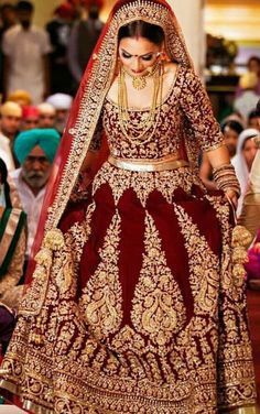 Trendy punjabi bridal lengha red wedding bride ideas The Effective Pictures We Offer You About Bridal Outfit kerala A quality picture can tell you many things. Sikh Wedding Dress, Wedding Lehnga, Indian Bridal Lehenga, Indian Bridal Outfits, Indian Bridal Fashion, Pakistani Bridal Dresses, Indian Dresses, Wedding Bride, Wedding Hijab