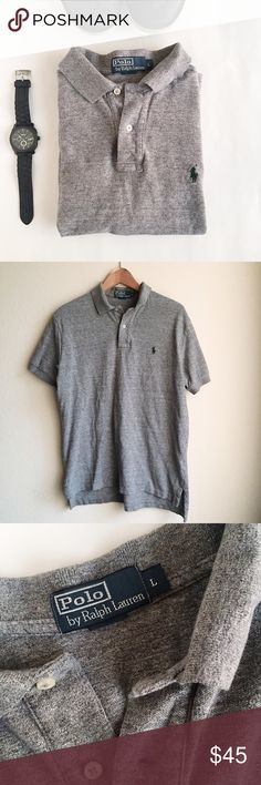 Polo Ralph Lauren mesh polo shirt Polo Ralph Lauren   Classic fit mesh cotton polo shirt in grey. Dark green stitched Polo logo. Relaxed fit. In very good used condition.   Size: L  - Ribbed polo collar - Short sleeves with ribbed armbands - Two-button placket - Tennis tail - 100% cotton Polo by Ralph Lauren Shirts Polos