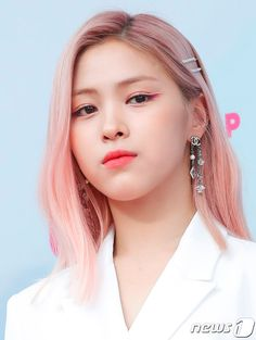 Photo album containing 34 pictures of ITZY Kpop Girl Groups, Korean Girl Groups, Kpop Girls, Korean Princess, Angelic Pretty, New Girl, Pop Fashion, Summer Baby, Girl Crushes